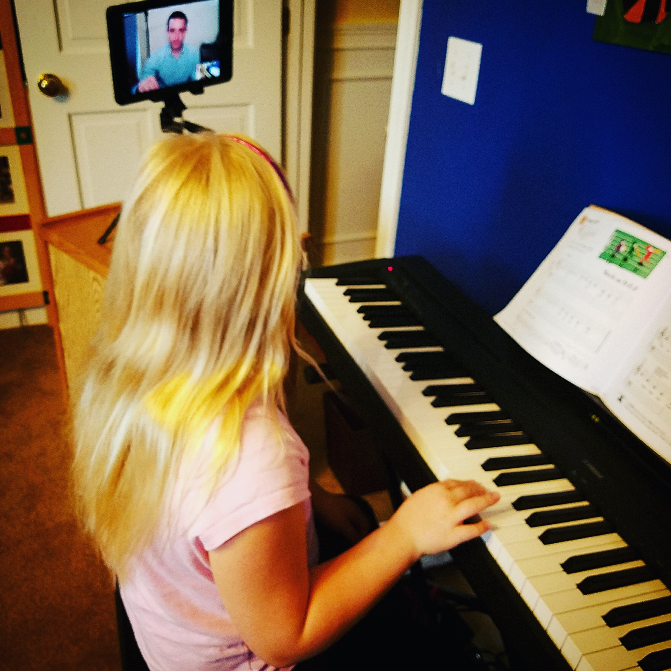 This is a great way for kids to take piano lessons without leaving home!
